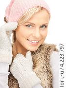 Купить «Очаровательная молодая женщина в вязаных рукавицах на белом фоне», фото № 4223797, снято 30 октября 2010 г. (c) Syda Productions / Фотобанк Лори