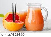 Купить «Сок из грейпфрута», фото № 4224661, снято 22 января 2013 г. (c) Tatjana Baibakova / Фотобанк Лори