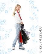Купить «Привлекательная молодая женщина возвращается из магазина с покупками в пакетах», фото № 4225433, снято 25 февраля 2007 г. (c) Syda Productions / Фотобанк Лори