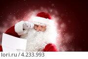 Купить «Дед Мороз читает письмо, глядя через очки», фото № 4233993, снято 28 сентября 2012 г. (c) Sergey Nivens / Фотобанк Лори