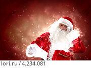 Купить «Дед Мороз в очках читает новогоднее письмо на красном фоне», фото № 4234081, снято 24 января 2020 г. (c) Sergey Nivens / Фотобанк Лори