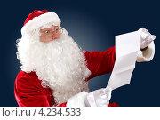 Купить «Дед Мороз читает длинное новогоднее письмо», фото № 4234533, снято 28 сентября 2012 г. (c) Sergey Nivens / Фотобанк Лори