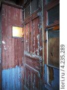 Купить «Старая деревянная дверь», фото № 4235289, снято 8 января 2013 г. (c) Serhii Odarchenko / Фотобанк Лори