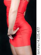 Стройная женщина в красном платье крупным планом. Стоковое фото, фотограф Сергей Лукин / Фотобанк Лори