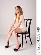 Купить «Молодая блондинка в белом кружевном платье сидит на стуле», фото № 4238749, снято 29 января 2013 г. (c) Сергей Буторин / Фотобанк Лори