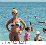 Купить «Красивая женщина в купальнике возле моря», фото № 4241273, снято 8 августа 2012 г. (c) Несинов Олег / Фотобанк Лори