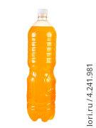 Купить «Пластиковая бутылка с желтой жидкостью, белый фон», фото № 4241981, снято 19 декабря 2018 г. (c) Андрей Новосёлов / Фотобанк Лори