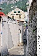 Купить «Узкая улица в городе Амальфи, Италия», фото № 4242225, снято 15 сентября 2012 г. (c) Илюхина Наталья / Фотобанк Лори