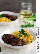Купить «Котлеты с кукурузой», фото № 4242329, снято 19 апреля 2010 г. (c) Татьяна Пинчук / Фотобанк Лори