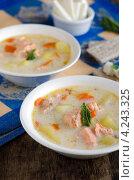 Купить «Сырный суп с семгой и овощами в белой миске на деревянном столе», фото № 4243325, снято 29 апреля 2010 г. (c) Татьяна Пинчук / Фотобанк Лори