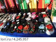 Купить «Торговля сувенирами и подарками на Красной площади, Москва», эксклюзивное фото № 4245957, снято 25 января 2013 г. (c) lana1501 / Фотобанк Лори