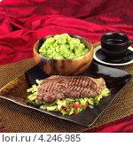Купить «Стейк из мяса с приправами и овощами, кенийская кухня», фото № 4246985, снято 16 октября 2018 г. (c) Food And Drink Photos / Фотобанк Лори