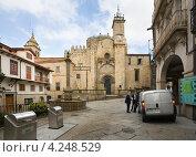 Купить «Кафедральный собор в городе Оренсе. Испания», эксклюзивное фото № 4248529, снято 26 сентября 2012 г. (c) Владимир Чинин / Фотобанк Лори