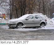 Купить «Москва после снегопада, улица Камчатская, район Гольяново», эксклюзивное фото № 4251377, снято 30 января 2013 г. (c) lana1501 / Фотобанк Лори