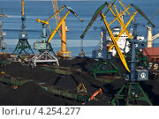 Угольный терминал. Редакционное фото, фотограф Sergey  Kalabin / Фотобанк Лори