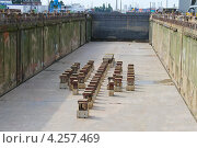 Купить «Подготовка сухого дока для принятия корабля», фото № 4257469, снято 13 августа 2012 г. (c) Николай Кокарев / Фотобанк Лори