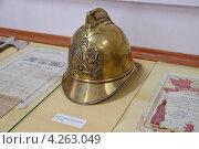 Купить «Каска пожарного образца 1930 г. XX век», эксклюзивное фото № 4263049, снято 6 января 2013 г. (c) Илюхина Наталья / Фотобанк Лори