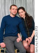 Купить «Счастливая семья. Счастливые муж и жена сидят на фоне полосатой стены», эксклюзивное фото № 4263973, снято 2 февраля 2013 г. (c) Игорь Низов / Фотобанк Лори