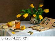 Купить «Натюрморт со старыми марками», фото № 4270721, снято 8 февраля 2013 г. (c) Julia Ovchinnikova / Фотобанк Лори