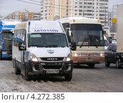 Купить «Маршрутное такси № 516. Плотное движение на Щелковском шоссе, Москва», эксклюзивное фото № 4272385, снято 5 февраля 2013 г. (c) lana1501 / Фотобанк Лори