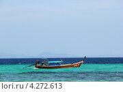 Рыбацкая лодка на фоне синего моря (2013 год). Редакционное фото, фотограф Вера Мезенкова / Фотобанк Лори