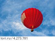 Красный воздушный шар в воздухе. Стоковое фото, фотограф Andrei Nekrassov / Фотобанк Лори