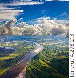 Купить «Равнинная река летом. Вид сверху», фото № 4278213, снято 14 августа 2012 г. (c) Владимир Мельников / Фотобанк Лори