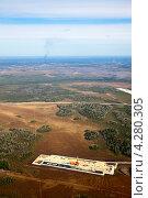 Купить «Буровая вышка на нефтяном месторождении в Западной Сибири», фото № 4280305, снято 19 мая 2012 г. (c) Владимир Мельников / Фотобанк Лори