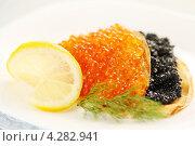 Купить «Блинчики с икрой и лимоном», фото № 4282941, снято 22 января 2013 г. (c) Юлия Маливанчук / Фотобанк Лори