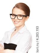 Купить «Деловая молодая собранная женщина в очках на белом фоне», фото № 4283193, снято 30 мая 2010 г. (c) Syda Productions / Фотобанк Лори