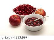 Купить «Варенье из брусники и яблок», фото № 4283997, снято 28 сентября 2012 г. (c) Галина Щипакина / Фотобанк Лори