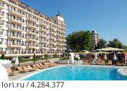 Болгария. Отель с бассейном (2009 год). Редакционное фото, фотограф Елена Соломонова / Фотобанк Лори