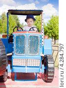Купить «Мальчик катается на аттракционе», фото № 4284797, снято 13 августа 2011 г. (c) Papoyan Irina / Фотобанк Лори