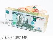 Купить «Российские деньги на светлом фоне», эксклюзивное фото № 4287149, снято 14 февраля 2013 г. (c) Игорь Низов / Фотобанк Лори