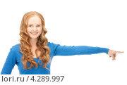 Купить «Молодая деловая женщина протянула руку, показывая пальцем на что-то», фото № 4289997, снято 27 ноября 2010 г. (c) Syda Productions / Фотобанк Лори