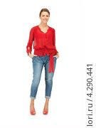 Купить «Яркая молодая шатенка в красной блузке и голубых джинсах», фото № 4290441, снято 12 марта 2011 г. (c) Syda Productions / Фотобанк Лори