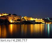 Купить «Ночной вид на дворец и озеро в Удайпуре, Индия», фото № 4290717, снято 23 ноября 2012 г. (c) Михаил Коханчиков / Фотобанк Лори