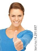 Купить «Привлекательная счастливая девушка подняла большой палец на руке вверх», фото № 4291697, снято 12 марта 2011 г. (c) Syda Productions / Фотобанк Лори