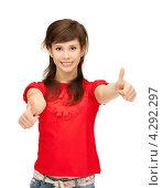 Купить «Жизнерадостная девушка подняла большие пальцы на руках вверх», фото № 4292297, снято 20 марта 2011 г. (c) Syda Productions / Фотобанк Лори