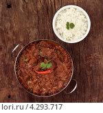 Купить «Баранина с карри, луком и чили, миска с рисом», фото № 4293717, снято 17 сентября 2019 г. (c) Food And Drink Photos / Фотобанк Лори