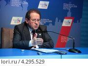 Купить «Витор Констанцио (Vitor Manuel Ribeiro Constancio), вице-президент Европейского центрального банка на пресс-конференции посвященной предстоящему саммиту G20», фото № 4295529, снято 16 февраля 2013 г. (c) Игорь Долгов / Фотобанк Лори