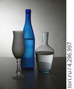 Натюрморт с бутылками и высоким бокалом. Стоковое фото, фотограф Елена Алексеева / Фотобанк Лори