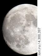 Купить «Луна крупным планом на черном ночном небе, сфотографированная через телескоп. Дата съемки 04.05.12., Россия, Москва.», фото № 4300397, снято 4 мая 2012 г. (c) Попкова Ольга / Фотобанк Лори