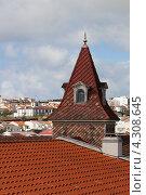 Красная черепица и башенка на крыше старого дома, Ponta Delgada, остров Сан-Мигель, Азорские острова (2012 год). Стоковое фото, фотограф Роман Сулла / Фотобанк Лори