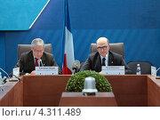 Купить «Кристиан Нойер (Christian Noyer) Управляющий Банка Франции и Пьер Московиси (Pierre Moscovici) Министр экономики и финансов Франции на пресс-конференции посвященной предстоящему саммиту G20», фото № 4311489, снято 16 февраля 2013 г. (c) Игорь Долгов / Фотобанк Лори