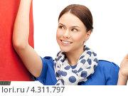 Купить «Счастливая покупательница с разноцветными пакетами в руках», фото № 4311797, снято 2 апреля 2011 г. (c) Syda Productions / Фотобанк Лори