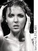Купить «Очаровательная молодая женщина принимает душ», фото № 4312481, снято 17 мая 2008 г. (c) Syda Productions / Фотобанк Лори