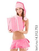 Купить «Помощница Санты-Клауса в розовом белье стоит на белом фоне с подарком в руках», фото № 4312753, снято 15 марта 2008 г. (c) Syda Productions / Фотобанк Лори