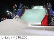 Купить «Снежная горка на ВВЦ, рампа», эксклюзивное фото № 4316205, снято 16 февраля 2013 г. (c) Дмитрий Неумоин / Фотобанк Лори