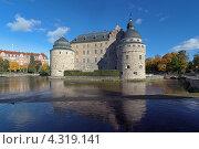 Замок в Эребру в осенний солнечный день, Швеция (2012 год). Стоковое фото, фотограф Михаил Марковский / Фотобанк Лори